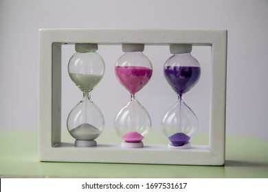 sand-colored hourglass: 5 minutes, 3 minutes and 1 minute