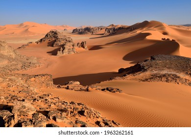 Sanddunes and rock towers at Ouan Zaouatan, Tadrart, Tassili n´ Ajjer National Park, Unesco World Heritage Site, Sahara desert, Algeria