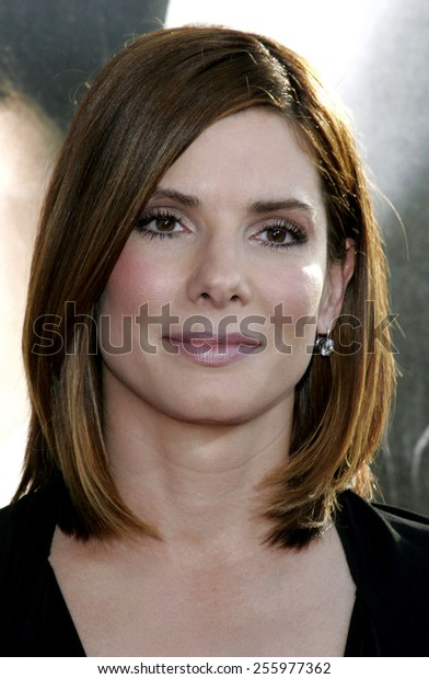 """Sandra Bullock attends the Los Angeles Premiere of """"The Lake House"""" held at the Cineramadome in Hollywood, California on June 13, 2006."""