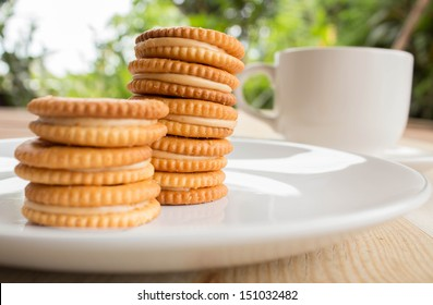 Sandwich biscuits on the table