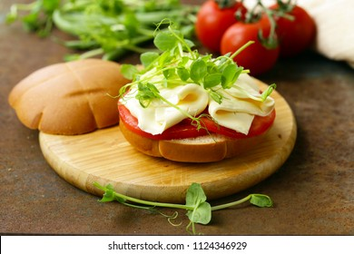 sandwich with cheese, tomatoes and greens, a healthy food
