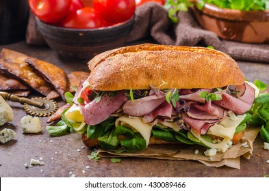 Sandwich with ham and cheese, lamb lettuce simple and delicious