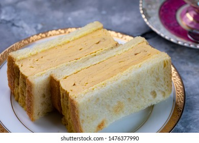 Sandwich made with thick-baked eggs