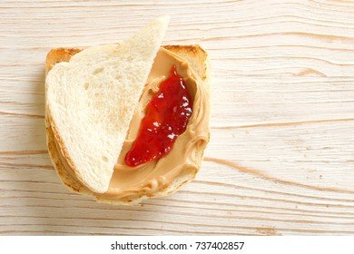 sandwich with peanuts butter and jam