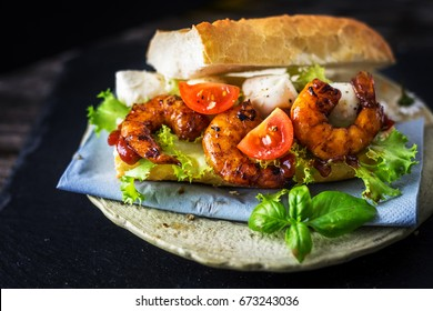 Sandwich with prawn and vegetables