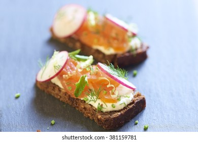 Sandwich with smoked salmon, radish and cream sauce