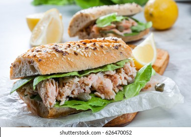 Sandwich with tuna and capers