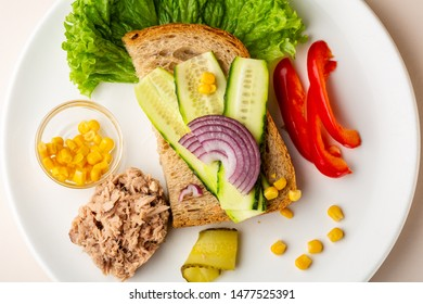 Sandwich with tuna and vegetables