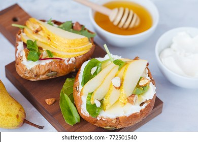 Sandwiches with cottage cheese, honey, pear and nuts. Breakfast is a healthy snack.