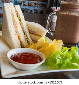 Sandwiches with potato chips