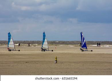 Sankt Peter Ording / Kite buggies in action