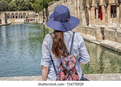 Sanliurfa, chemical, standing at the edge of the hat, the tourist woman