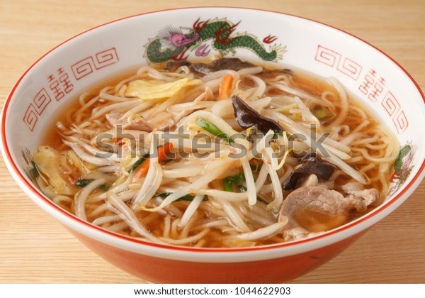 Sanmamen A starchy, thick sauce with fried bean sprouts and other vegetables is poured on the top.