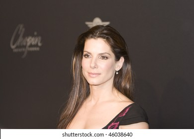 SANTA BARBARA - FEB. 05: Actress Sandra Bullock arrives to receive the American Riviera award at the 25th Santa Barbara International Film Festival, Feb. 05, 2010 in Santa Barbara, CA
