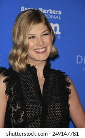 SANTA BARBARA - FEB 1: Rosamund Pike at the Virtuosos Award at the 30th Santa Barbara International Film Festival at the Arlington Theatre on February 1, 2015 in Santa Barbara, CA