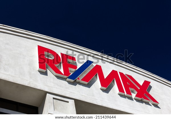 SANTA CLARITA, CA/USA - AUGUST 16, 2014. RE/MAX building exterior and sign. RE/MAX International is an American international real estate company that relies on a franchise system.
