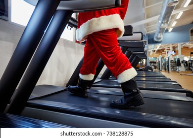 Santa Claus in the gym doing exercises