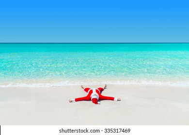 Santa Claus take pleasure sunbathing at tropical ocean beach, Christmas and New Year's vacation in hot countries concept