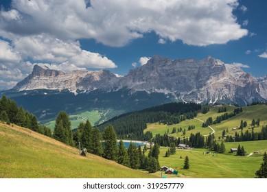 Santa Croce with La Ciaval & Pizza dales Diesc peaks, Lavarela and Conturines peaks as seen from Piz La Ila, La Villa, Val Badia, Alta Badia, Dolomites, Trentino, Alto-Adige, South Tyrol, Italy