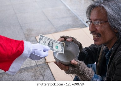 Santa gives dollar to homeless man, help the homeless, homeless christmas, Selective focus