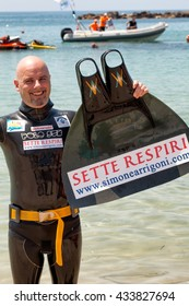 SANTA MARINELLA, LAZIO, ITALY - JUNE 8, 2016: Simone Arrigoni, world champion of apnea,establishes a new world record swimming as a dolphin to over 1000 meters in 23'30, breathing only for 95 seconds.
