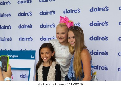 SANTA MONICA, CA - JUNE 11:Jojo Siwa attends the Ovarian Cancer Research Fund Alliance's 3rd Annual Super Saturday Los Angeles at the Barker Hangar on June 11, 2016 in Santa Monica, California.