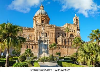 Santa Rosalia statue in front of Palermo Cathedral (Duomo di Palermo). Palermo, Sicily, Italy, Europe