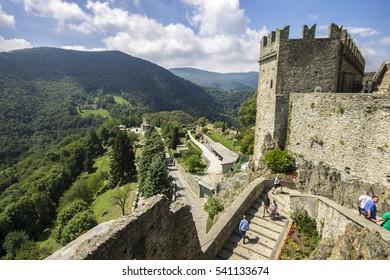 image.shutterstock.com/image-photo/santambrogio-di...