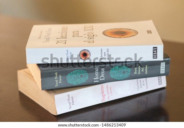 SANTO DOMINGO/DOMINICAN REPUBLIC - AUGUST 23, 2019: Yuval Noah Harari  complete collection of best sellers: Sapiens, Homo Deus and 21 Lessons for the 21st Century. Spanish edition.