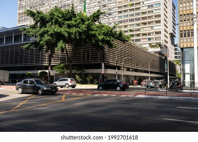 SAO PAULO - BRAZIL: AUG 12, 2020: The Condominio Conjunto Nacional building and commercial center located at the corner between Augusta street with Paulista Avenue, in Cerqueira Cesar district.