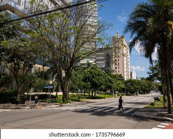 SAO PAULO / BRAZIL - DECEMBER 5, 2018: Pedestrians crossing the empty Brigadeiro Faria Lima avenue in a brief moment without traffic. View from the crossing between the avenue with Chilon street.