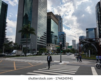 SAO PAULO / BRAZIL - DECEMBER 5, 2018: The famous crossing between Brigadeiro Faria Lima and Presidente Juscelino Kubitschek avenues under summer clouded blue sky.
