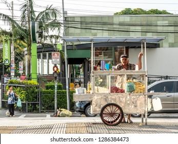 Sao Paulo, Brazil, January 15, 2019. Popcorn vendor in Ibirapuera Avenue, south side of Sao Paulo