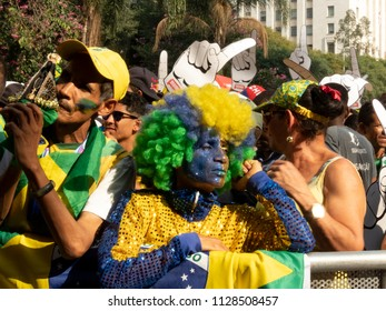 Sao Paulo, Brazil. July 06, 2018. Fans accompany the match between Brazil and Belgium, valid for the 2018 World Cup, in the Anhangabaú Valley, in Sao Paulo (SP)