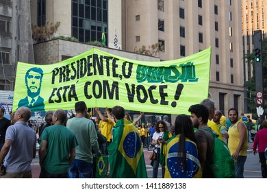 SAO PAULO, SP, BRAZIL - MAY 26, 2019: Pro-government political demonstration on Avenida Paulista, with demonstrators carrying a banner of support for the president.