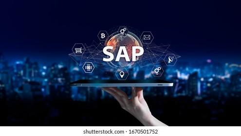 SAP - Business Process Automation Software und Management Software (SAP). ERP Enterprise Resource Planning System Konzept auf virtuellem Bildschirm.