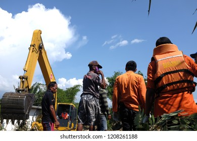 the SAR team worked with heavy equipment to evacuate earthquake victims. On 28 September 2018, a shallow, large earthquake struck in Indonesia, with its epicentre located in the mountainous Donggala.
