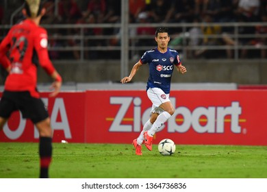 Sarach Yooyen no.6 (Blue)of SCG Muangthong United in action during The Football Thai League between Bangkok United and SCG Muangthong United at True Stadium on March 02,2019 in Pathum Thani, Thailand