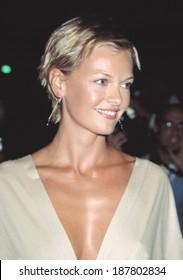 Sarah O'Hare at opening of STELLA MCCARTNEY store, NY 9/20/2002