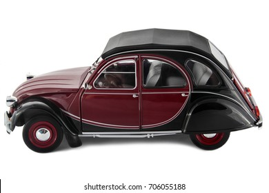 SARAJEVO, BOSNIA AND HERZEGOVINA - AUGUST 30, 2017: Citroen 2CV,  1:18  die cast model car isolated on white background.