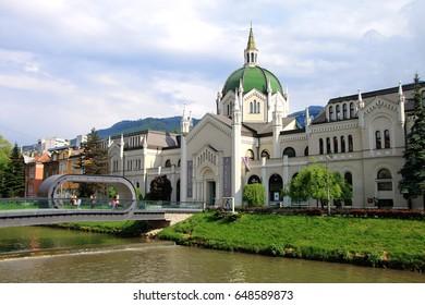 SARAJEVO-BOSNIA AND HERZEGOVINA - MAY 08 , 2016 : Academy of Fine Arts and Festina Lente bridge in Sarajevo , Bosnia and Herzegovina