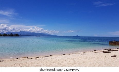 SARONDE ISLAND is one of the most beautiful small Island in Indonesia. Located only 200km from Manado, and 40 minutes from Gorontalo's Airport, this Islands known for its super white long sand beach.