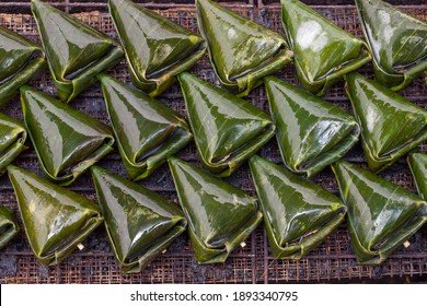 Satar Ikan, a traditional food mostly found in the east region of Malaysia which is in Pahang, Terengganu and Kelantan. It consist of fish and few seasonings and ingredient and were grilled before eat