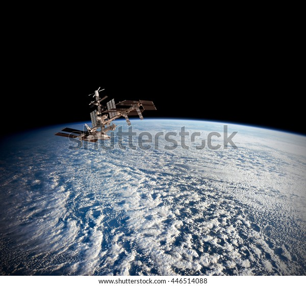 Planeta satelital Tierra Estación oceánica internacional de telecomunicaciones en el espacio ultraterrestre. Elementos de esta imagen amueblada por la NASA.