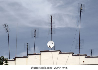 satellite TV antenna and transmitter - concept goes new