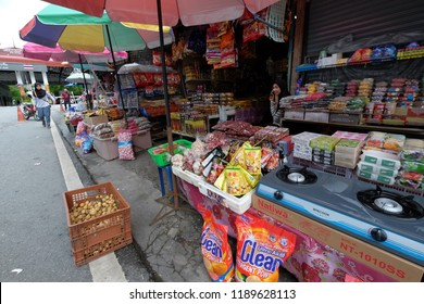 Satun, Thailand 20 September 2018 : Muslim Thai doing business activities at Malaysia's Wang Kelian to Thailand's Wang Prachan border.