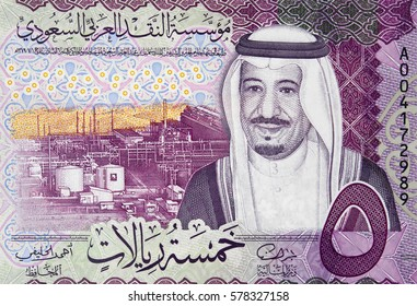 Saudi Arabia 5 riyal (2016) banknote fragment, King Salman and Shaybah Oil Field, Saudi Arabian money close up.