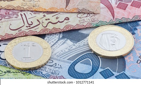 Saudi Riyal 500, 100 & 10 Banknotes and New Coin showing King Salman of Saudi Arabia