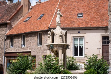 Saulieu Cote-d'Or Bourgogne-Franche-Comte France 15th July 2017 Street scene with fountain in centre