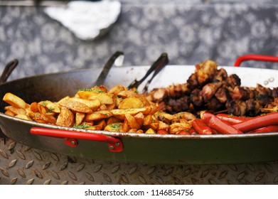 Sausages and potatoes grilled with dill